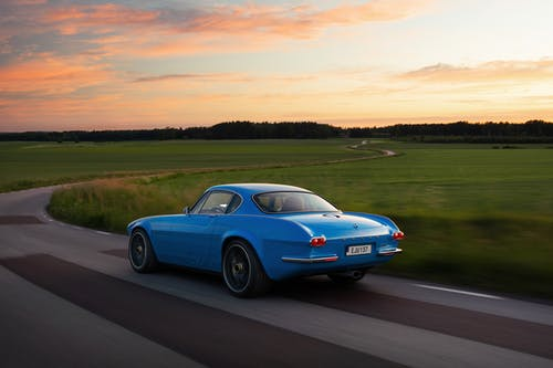 ​Volvo P1800 Cyan named Retro Hero of the Year by Top Gear