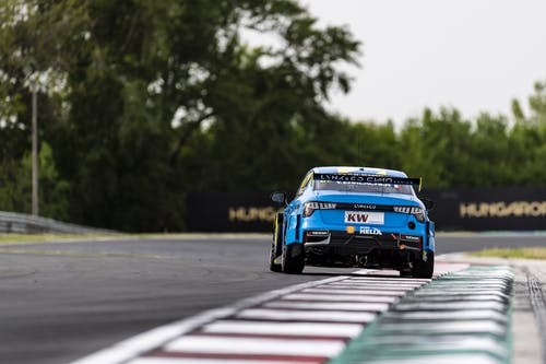 ​Flash report: Hard work in first free practice at Slovakiaring