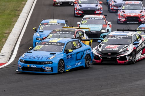 Yvan Muller opens WTCR podium account in Hungary