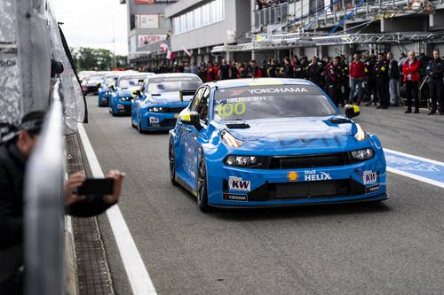 Flash report: Yvan Muller charges into the top ten