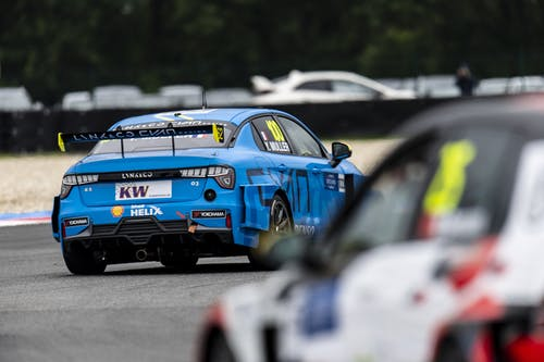 Flash report: Yvan Muller climbs nine places in second Slovakiaring race
