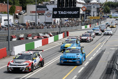 ​Flash report: Yvan Muller claims sixth in second Vila Real race