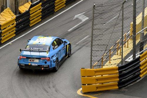 Flash report: Andy Priaulx breaks 2:30 barrier at Macau