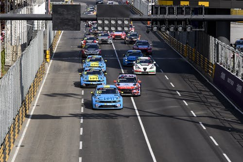 Yvan Muller wins in Macau to close in on WTCR points lead
