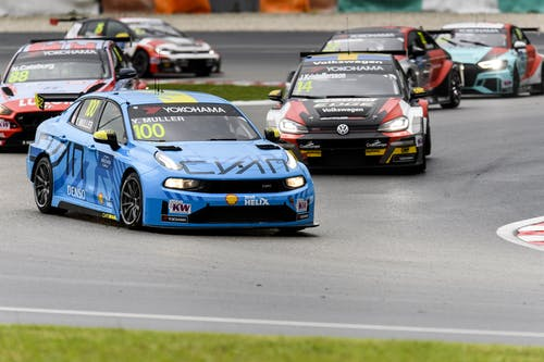 Flash report: Yvan Muller charges into the top five at Sepang