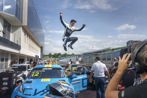 Lynk & Co Cyan Racing claims WTCR victory and points lead in Hungary