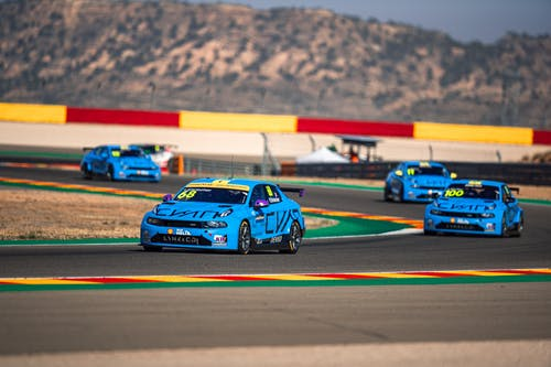 ​Two world titles within grasp for Lynk & Co Cyan Racing in challenging WTCR finale