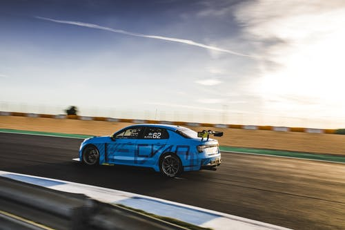 VIDEO: The stars of Lynk & Co Cyan Racing