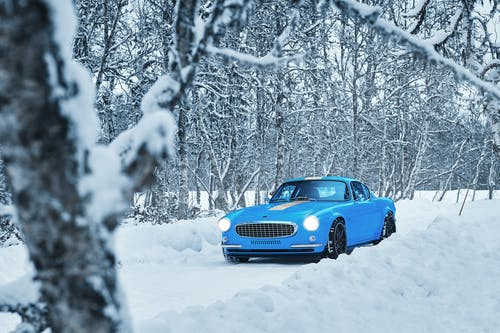 VIDEO: Back to basics with the Volvo P1800 Cyan in northern Sweden